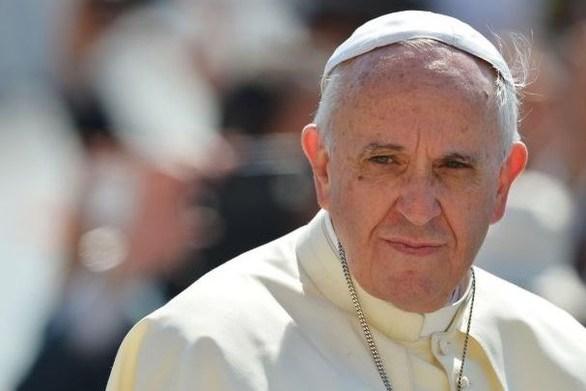 Ο Πάπας Φραγκίσκος πήγε βόλτα προσφυγόπουλα με το ειδικό αυτοκίνητό του (video)
