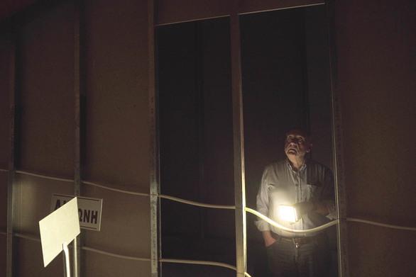 Μπαίνοντας στο εσωτερικό του Εργοστασίου Τέχνης της Πάτρας - Ένα μίνι ντοκιμαντέρ
