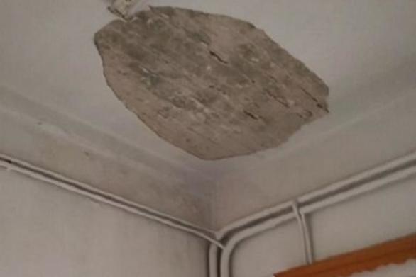 Δυτική Ελλάδα: Tους έπεσε το ταβάνι στο κεφάλι στο Αστυνομικό Τμήμα Μεσολογγίου (φωτο)