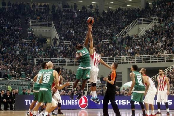 """Συνεχίζεται ο """"πόλεμος"""" Ολυμπιακού - Παναθηναϊκού στο μπάσκετ"""