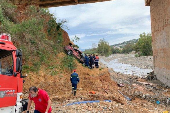Χανιά - Αυτοκίνητο έπεσε από γέφυρα (φωτο)