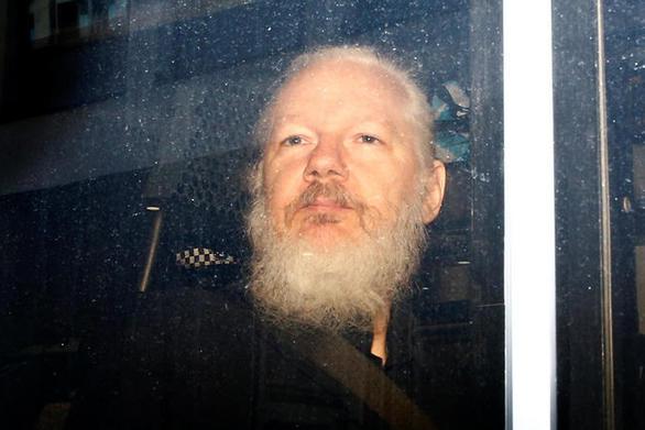 Η σουηδική εισαγγελία εξέδωσε ένταλμα σύλληψης του Ασάνζ