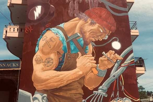 Ψηλά το κεφάλι! - Ο σύγχρονος θεός Ήφαιστος στην Πάτρα (φωτο)