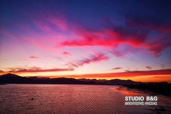 Εκπληκτικό το ηλιοβασίλεμα στο Ναύπλιο (φωτο)