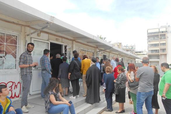 """Πάτρα: Διπλές """"ουρές"""" στα εκλογικά τμήματα - Αγανάκτηση από τους πολίτες"""