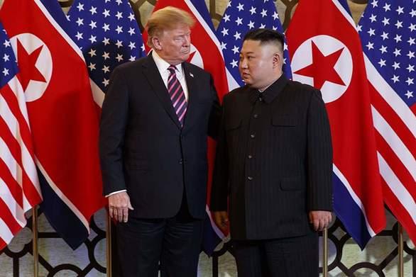 """Ντ. Τραμπ: """"Εχω εμπιστοσύνη στον Κιμ Γιονγκ Ουν"""""""