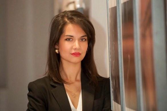 Η συγγραφέας του μυθιστορήματος «Στην αγκαλιά του φθινοπώρου» Αναστασία Δημητροπούλου συστήνεται στο κοινό της
