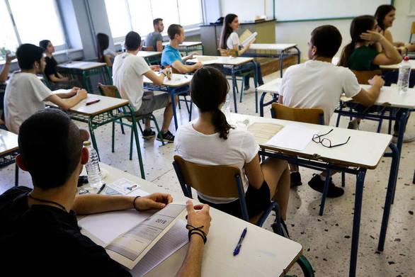 Πού καταλήγουν οι... τόνοι γραπτών μετά τις Πανελλήνιες Εξετάσεις;