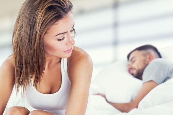 Έρευνα - Γιατί οι κάτω των 40 έκοψαν το σεξ