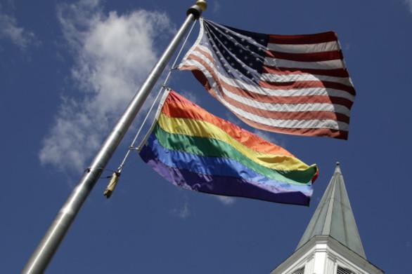 Ο Ντόναλντ Τραμπ αρνήθηκε σε αμερικανικές πρεσβείες να αναρτήσουν σημαίες με το ουράνιο τόξο