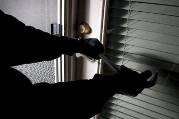 Αχαΐα: Χτύπησαν και λήστεψαν ηλικιωμένο για 300 ευρώ