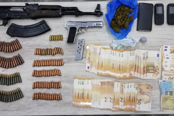 Πάτρα: Έκρυβαν στο σπίτι τους βαρύ οπλισμό και ναρκωτικά