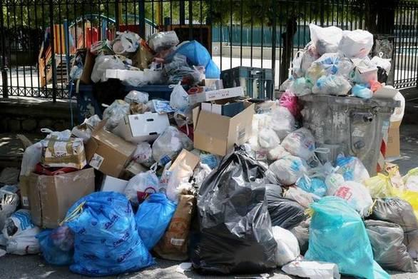 Ο εφιάλτης των σκουπιδιών ξυπνά ξανά στο Αίγιο - Προχωρούν σε μηνύσεις