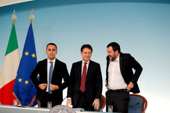 Κοινό μέτωπο Σαλβίνι - Ντι Μάιο κατά Κόντε στην Ιταλία
