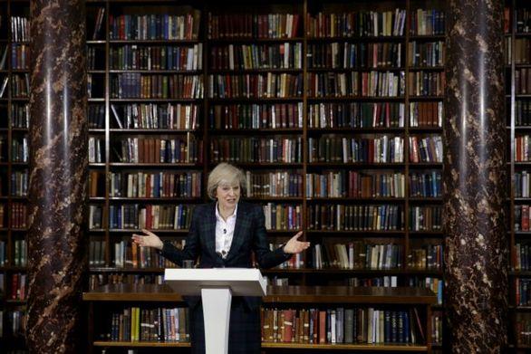 Βρετανία: Πώς και πότε θα αποφασιστεί ο διάδοχος της Μέι;
