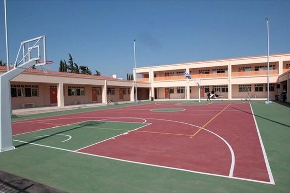 Πάτρα: Ο δήμος μοίρασε αθλητικό υλικό στα σχολεία της επικράτειας του