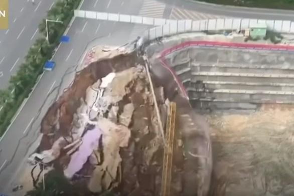 Κατέρρευσε δρόμος μέσα σε δευτερόλεπτα (video)