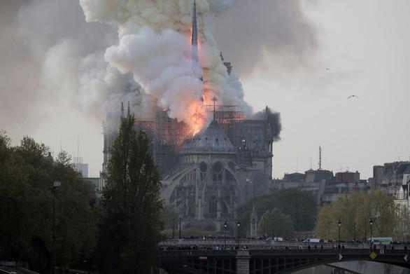 Παναγία των Παρισίων: Το Σάββατο η πρώτη λειτουργία μετά τη μεγάλη πυρκαγιά