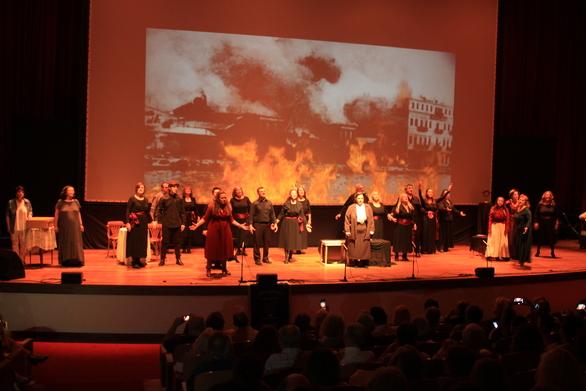 """Πάτρα: Mε επιτυχία η παράσταση του Συλλόγου Καλαβρυτινών """"Αγία Λαύρα"""" (φωτο)"""