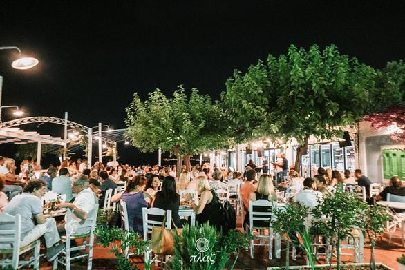 Πλαζ - Καλοκαιρινές ελληνικές βραδιές πλάι στο κύμα (φωτο)