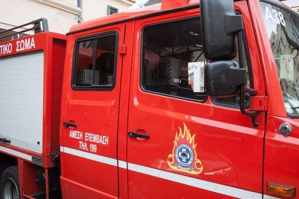 Πάτρα: Φωτιά σε κάδο απορριμμάτων στην οδό Μόρφου