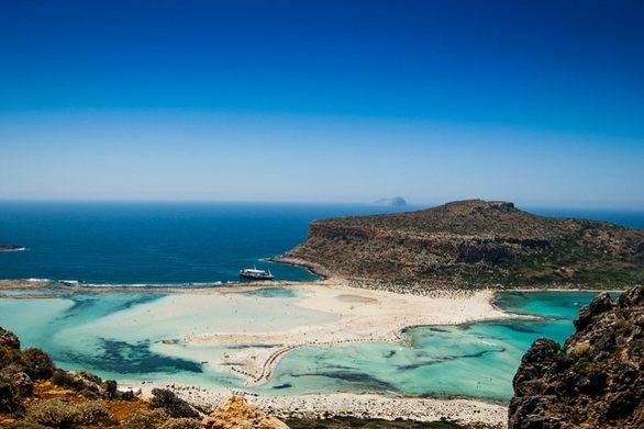 Κρήτη: Υπέρβαρη τουρίστρια δεν μπορούσε να ανέβει από την παραλία του Μπάλου
