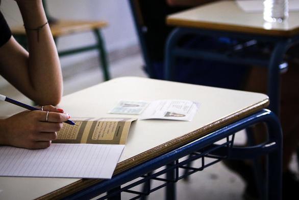 Αγρίνιο: Υποψήφια πιάστηκε με κινητό στις Πανελλαδικές