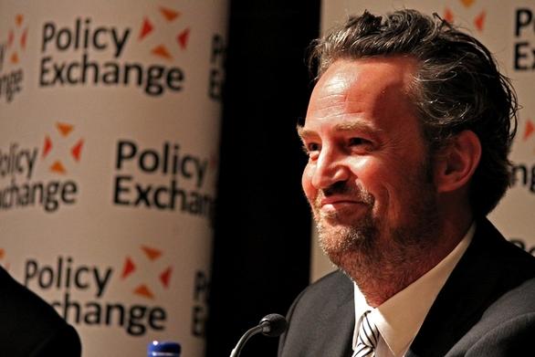 Ανησυχία προκαλεί η σημερινή εικόνα του Matthew Perry (φωτο)