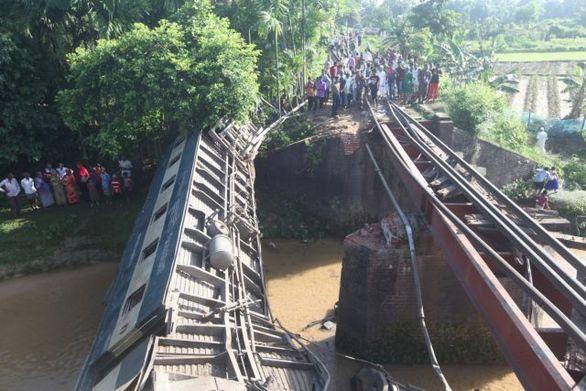 Μπανγκλαντές: Τέσσερις νεκροί από εκτροχιασμό τρένου