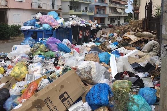 """Το Αίγιο """"πνίγεται"""" στα σκουπίδια - Παρέμβαση Εισαγγελέα που ζητά άμεση λύση (video)"""