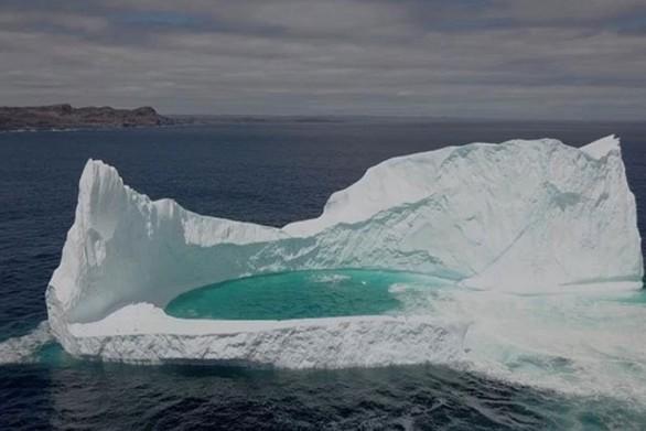 Παγόβουνο με… πισίνα στο εσωτερικό του (video)