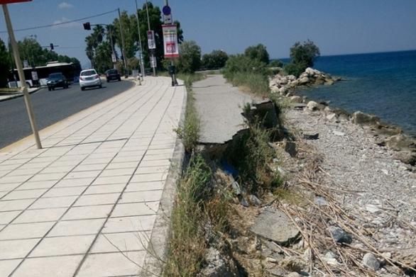 """Πάτρα: Η διάβρωση """"τρώει"""" την Ηρώων Πολυτεχνείου (φωτο)"""