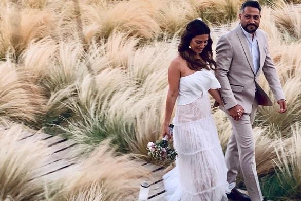 Φωτογραφίες από το γαμήλιο πάρτι της Βάσως Λασκαράκη και του Λευτέρη Σουλτάτου!