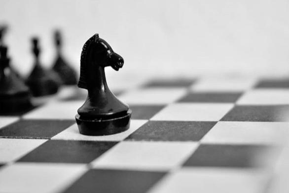 Πιόνι από σκάκι πωλήθηκε σε δημοπρασία έναντι 735.000 αγγλικών λιρών (video)