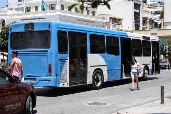 Πάτρα - Έτρεχε να προλάβει το αστικό λεωφορείο και... παρασύρθηκε απ' αυτό