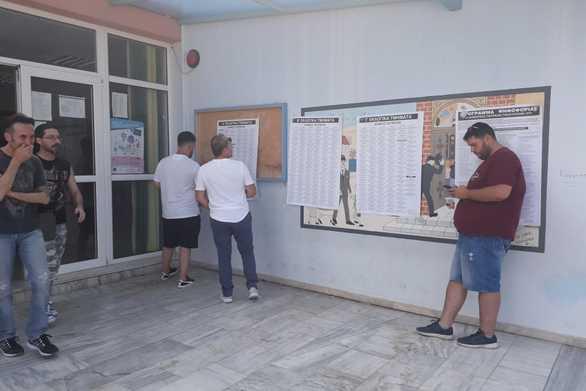 Ομαλά και με ροή οι εκλογές στην Πάτρα - To κλίμα στα εκλογικά τμήματα (pics)