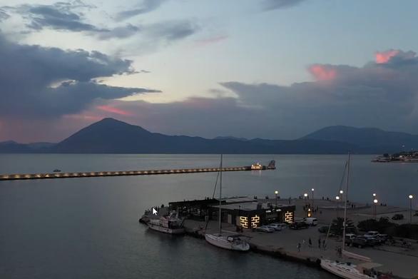 Το εκπληκτικό ηλιοβασίλεμα της Πάτρας από ψηλά - Δείτε βίντεο