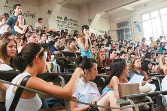 """Αναχωρούν οι φοιτητές, άδεια η Πάτρα - Μένουν οι τελευταίοι των """"Μοϊκανών"""""""