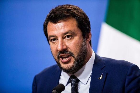 """Σαλβίνι: """"Πρώτα οι Ιταλοί, μετά τα σκυλιά, τελευταίοι οι μετανάστες"""""""