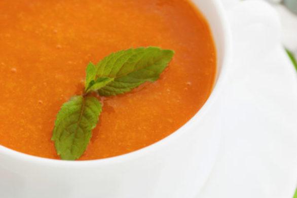 Κρύα σούπα με ροδάκινα και ντομάτες