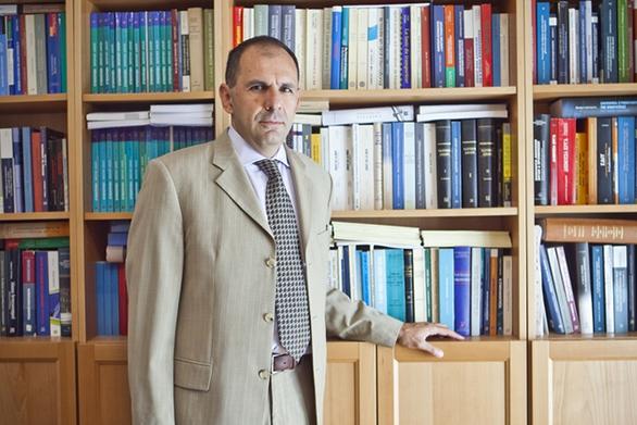 """Γιώργος Γεραπετρίτης: """"Η ανάκαμψη των θεσμών συνιστά τη μείζονα διακύβευση"""""""