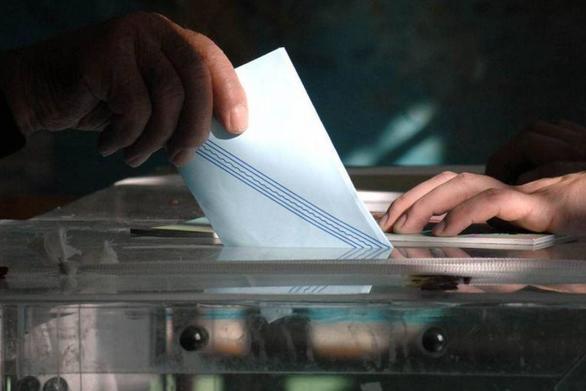 Εκλογές Εξάρχεια: Αποχή ρεκόρ από το εκλογικό τμήμα που έκλεψαν την κάλπη (video)