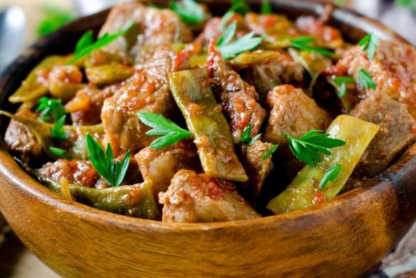 Μαγειρέψτε μοσχαράκι με φρέσκια ντομάτα και φασολάκια