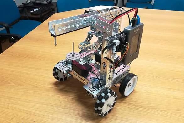 Ένα ρομπότ που φτιάχτηκε στην Πάτρα αναμετριέται με τα καλύτερα του κόσμου