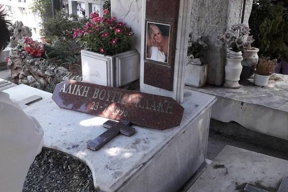 Τελέστηκε μνημόσυνο για τα 23 χρόνια από το θάνατο της Αλίκης Βουγιουκλάκη (φωτο)