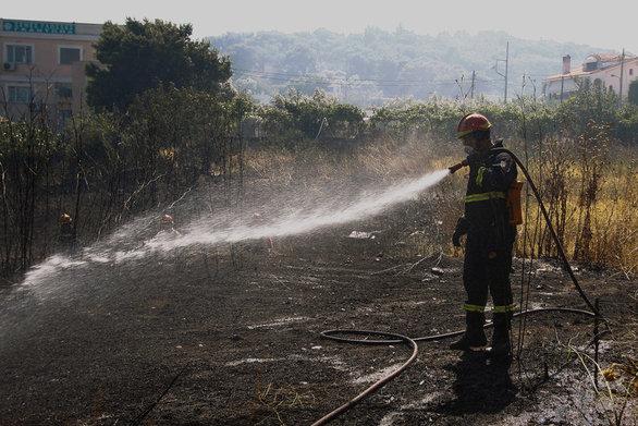 Υπό μερικό έλεγχο τέθηκε η φωτιά στον Βαρνάβα
