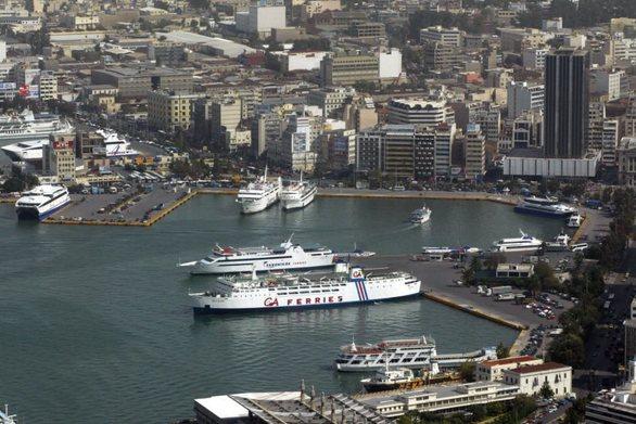 Κυκλοφοριακό κομφούζιο στον Πειραιά - Φεύγει και άλλο κύμα εκδρομέων