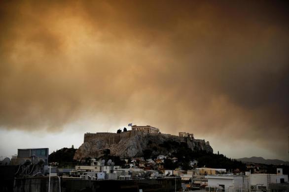 Συγκλονίζει η φωτογραφία της Ακρόπολης την ημέρα της φωτιάς στο Μάτι