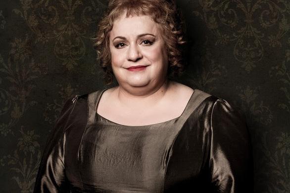 Η θρυλική «Λωξάντρα» της Μαρίας Ιορδανίδου επιστρέφει στην Αθήνα για 5 τελευταίες παραστάσεις