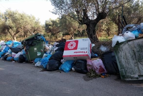 Πρωταγωνιστούν και φέτος τα σκουπίδια στην Αιγιάλεια (φωτο)
